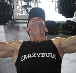 Crazybulk customer in gym